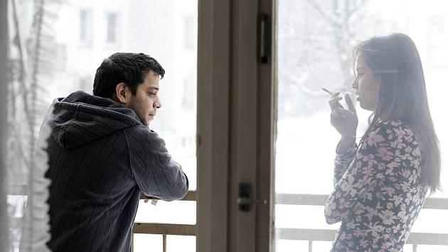 David Ištok (na snímku vlevo) ztvárnil ve filmu Cesta ven hlavní mužskou postavu Davida. Partnerkou je mu Klaudia Dudová. Většinu času štáb strávil na Ostravsku.
