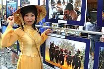 Takhle se vietnamská menšina prezentovala na nedávné akci Barevná planeta v Chomutově. Představit svoji zemi a kulturu v širším měřítku se chystá také v sobotu na United Colors of Kadaň.