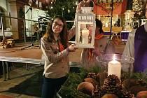 Skauti začnou rozvážet Betlémské světlo v neděli 20. prosince.