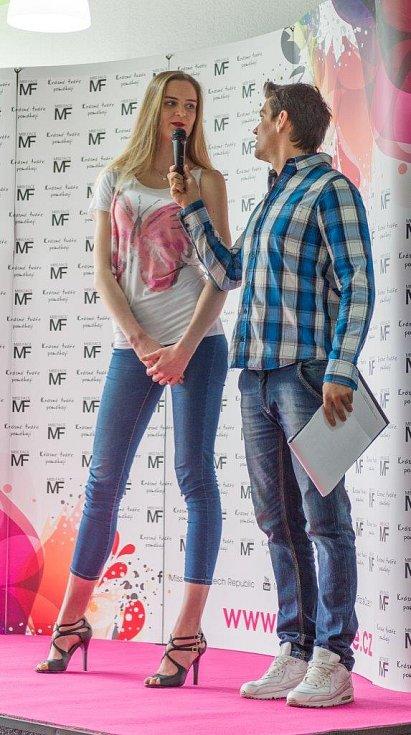 Tereza Doksanská z Chomutova všechny ohromovala svou výškou. Kráska měří 193 centimetrů.