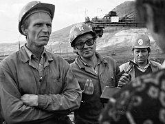 Na snímcích uvidíte třeba horníky z lomu ČSA a také ministra průmyslu a obchodu Vladimíra Dlouhého.