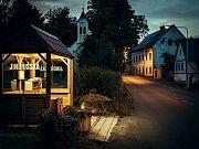 Knihobudka v autobusové čekárně v obci Jindřišská na Chomutovsku
