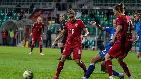 Kvalifikační utkání ve fotbale dnes odehrály v Chomutově ženy reprezentace ČR proti soupeři z Azerrbajdžánu. Výsledek utkání 3:0. (27.10.2020)