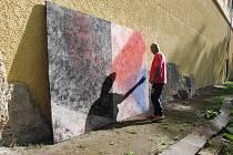 Umělci tvoří na Červeném Hrádku.