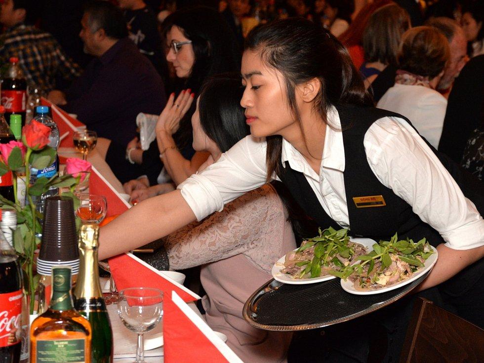 Vietnamci v Chomutově oslavili příchod nového lunárního roku.