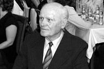 Zemřel významný jirkovský pedagog a výtvarník Jaroslav Cinybulk.