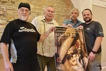 Na výstavě S koronavirem v zádech se podíleli fotoreportéři Miroslav Rada, Libor Zavoral, Bořek Zasadil a Roman Dušek (zleva)