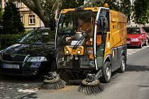 Samosběrné čištění v ulicích Chomutova
