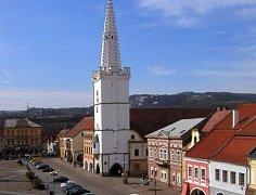 Náměstí v Kadani a městská věž.