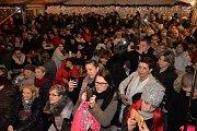 Česko zpívá koledy v Chomutově na náměstí 1. máje.