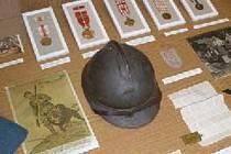 Řády, fotografie, dopisy, helma... Věci místních legionářů jsou součástí výstavy, která mapuje jejich osudy.