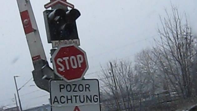 Výstražné zařízení na přejezdu na silnici I/13 nefungovalo několik dní.