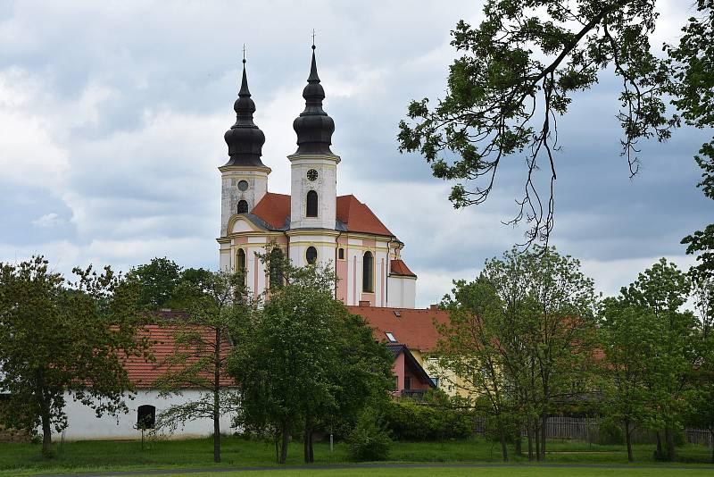 Poutní kostel sv. Petra a Pavla v Březně.