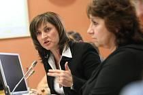 Primátorka Ivana Řápková na bouřlivém setkání s občany obhajovala postup města.