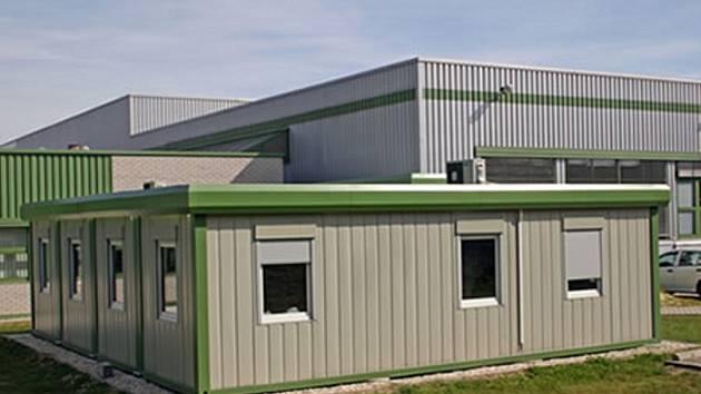 Dům by měl vyrůst z takovýchto kontejnerů, jen postavených na sebe.