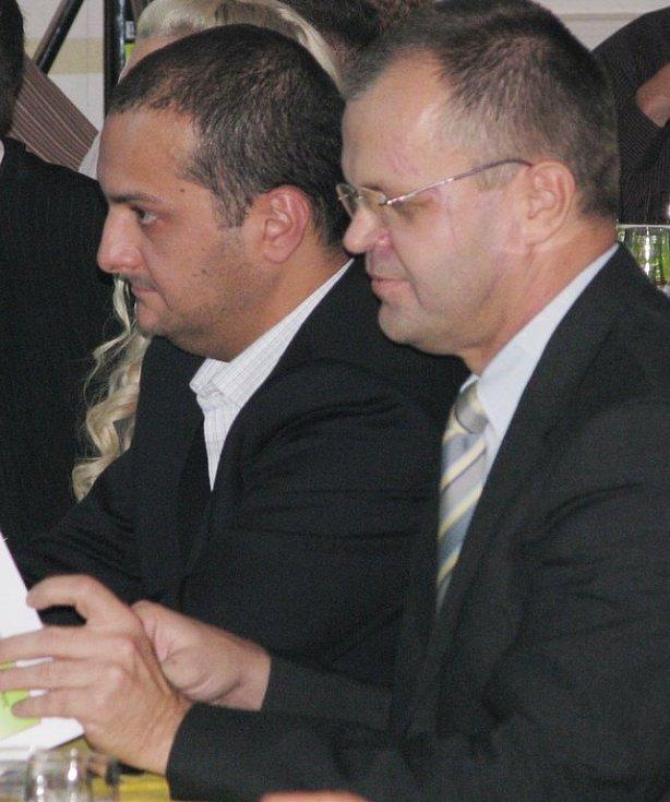 Dva z porotců - vlevo bavič a moderátor Patrik Hezucký, vedle něj starosta Kadaně Jiří Kulhánek.