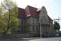 Budova Libušiny ulice v Chomutově.