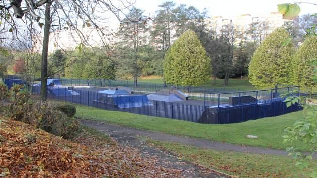Prostor v parku pod Královéhradeckou ulicí by se mohl už brzy změnit. Město by zde chtělo mít in-line dráhu pro bruslení a sociální zázemí pro sportující lidi.