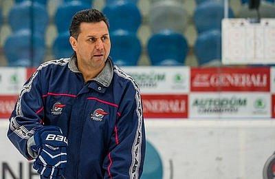 Vladimír Růžička jako trenér Pirátů Chomutov na snímku z roku 2017