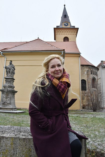 Kostelnice Květoslava Novotná se stará oúdlický kostel Povýšení sv. Kříže.