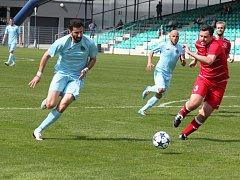 Martin Boček (vlevo) vstřelil dvě branky, Patrik Gedeon úvodní gól. Vzadu v modrém Michal Klimeš.