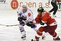 Chomutovští hokejisté přivezli z Olomouce dvě porážky a v pátečním domácím zápase budou muset pořádně zabrat. Čtvrté se mifinále je pak na programu v sobotu, oba zápasy od 17,30 hodin.