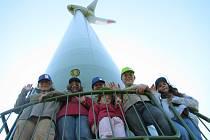 Návštěvníci přišli na větrnou farmu v Rusové.