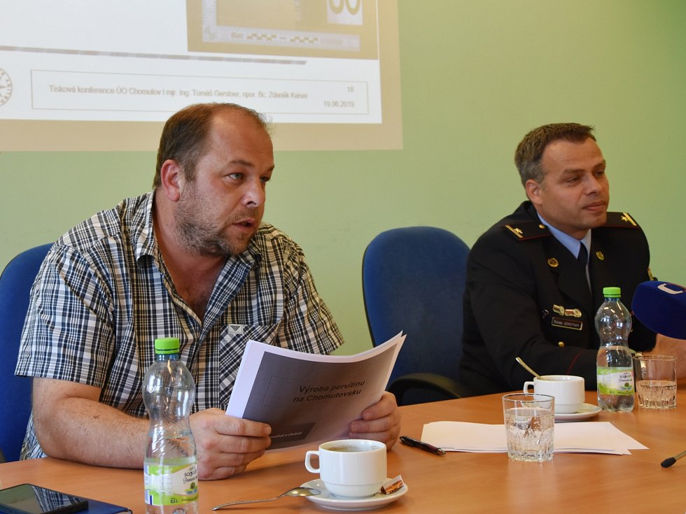 Vedoucí 2. oddělení obecné kriminality Zdeněk Kaiser a vrchní komisař Tomáš Gerstner