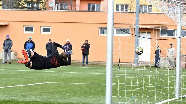 Ani skvělá robinsonáda gólmana Tomáše Hadara nedokázala zabránit čtvrtému gólu v síti Rumburku. Střelcem gólu Spořic byl ve 40. minutě Albert Koštůr.