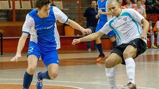 FC Chomutov (v modrém), při loňském Final Four.