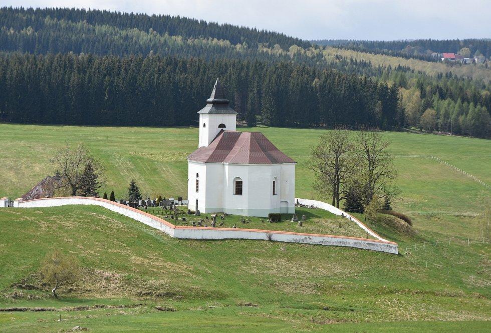 Kostel sv. Václava je dominantou Kalku.