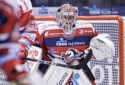 Hokejové utkání Tipsport extraligy v ledním hokeji mezi HC Dynamo Pardubice (v červenobílém) a HC Práti Chomutov (v bílomodrém) v pardudubické Tipsport areně.