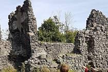 Zřícenina hradu Šumburk nad řekou Ohře, kousek za Kláštercem nad Ohří.