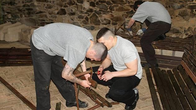 Vězni pomáhají, ilustrační foto.