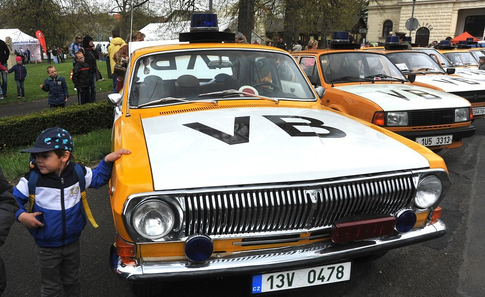 Sraz historických vozidel v Chomutově.
