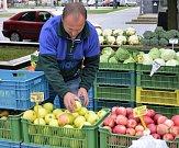 Kromě jablek šly na odbyt i brambory nebo cibule.
