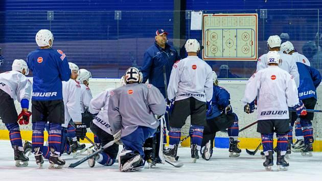 Chomutovští hokejisté při tréninku.