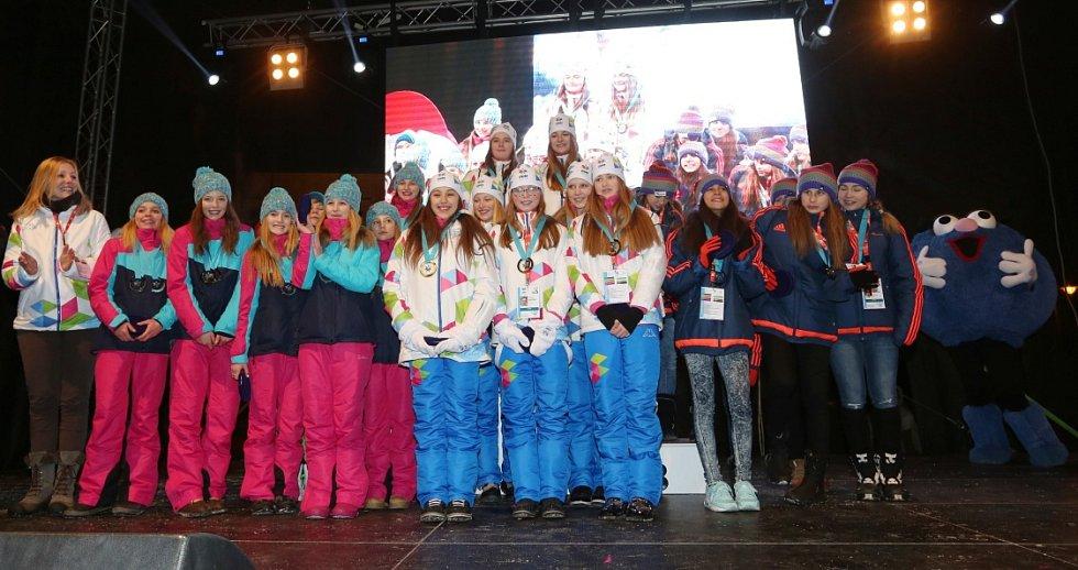 První medailový ceremoniál mají za sebou Zimní olympijské hry dětí a mládeže.