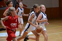 Basketbalistka Beáta Pěničková (s míčem).