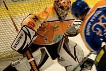 KLÁŠTERECKÝ BRANKÁŘ PAVEL DAMAŠEK byl velikou oporou svého týmu v prvním utkání osmifinále play off druhé hokejové ligy proti Klatovům, které Klášterec porazil 5:1.