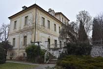 Údličtí koupili od kraje zámek s vidinou, že se tam jednou přestěhuje úřad. Zatím prostory pronajímají.