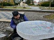 Jedním z projektů z prvního ročníku participativního rozpočtu je úprava okolí fontány v chomutovském parku. Díky němu je opravena velká šachovnice a žulové stolky pro deskové hry.