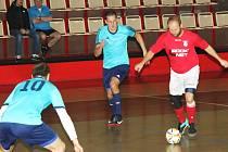 Úřadující mistr 1. ligy LoKo Chomutov na snímku v modrém deklasoval Benfiku 10:0.