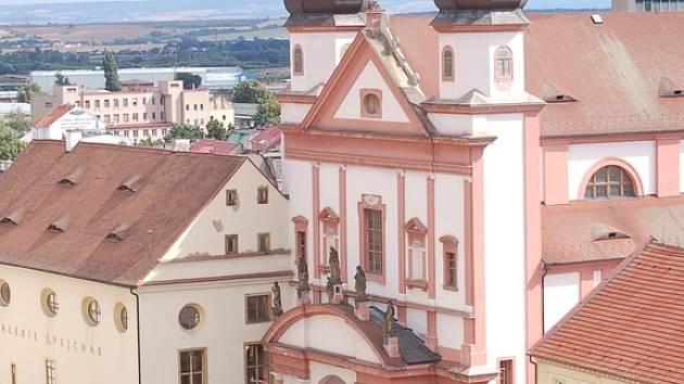 Jednou z dominantních historických památek Chomutova je kostel sv. Ignáce na náměstí 1. máje.