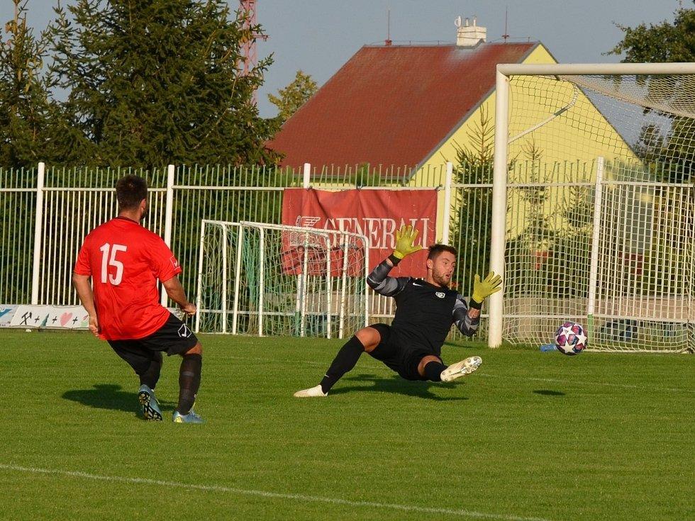 Černovice dokázaly dát ve Spořicích jen jediný gól. Po narážečce ve středu hřiště se před gólmanem Miloslavem Zajícem ocitl David Haviar a nezaváhal.