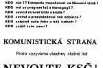 Chomutovské muzeum vlastní řadu snímků počínaje listopadem roku 1989 po svobodné volby v červnu 1990. Tento plakát nabádal, aby lidé volili uvážlivě.