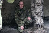 """GRANÁTY. Dva nevybuchlé německé ruční granáty M24 """"Stiele granate"""" nalezl v opevnění Tomáš Postl. Foto"""