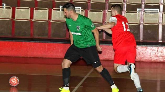 V rámci desátého kola futsalové Divize a se střetl v okresním derby tým Baníku Chomutov B (zelení) s Atleticem.