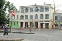 Hlavní část budovy na jirkovském autobusovém nádraží.