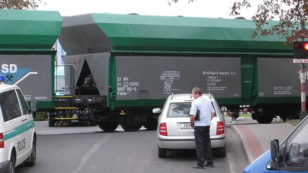 V Chomutově  srazil vlak muže, ten byl převezen do nemocnice